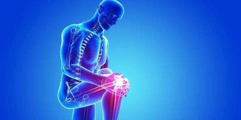Когда обратиться к врачу: помогать своим близким лечить боль в суставах